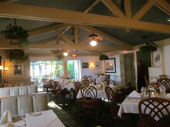 The Jacaranda Restaurant: Inside Dining Room