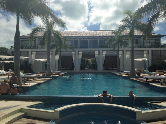 Gansevoort Turks + Caicos: Pool, Lobby