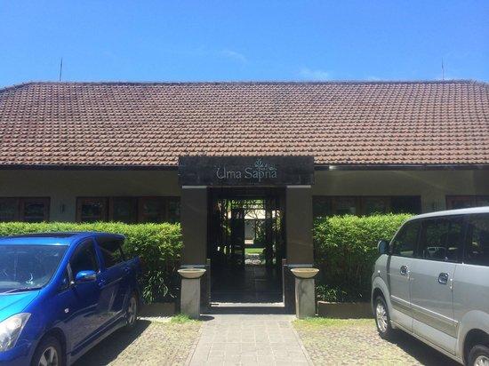 Uma Sapna: Entrance to service area
