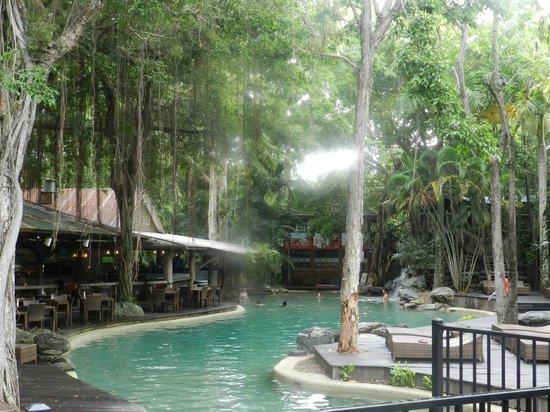 Ramada Resort Port Douglas: Restaurant and pool area