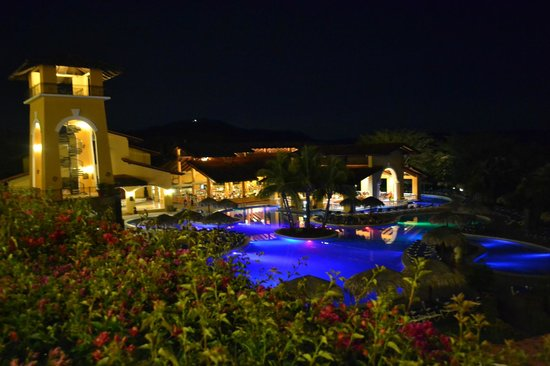 Allegro Papagayo: Pool and Bar at night