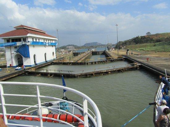 Panama Marine Adventures - Day Tours : Double gates at Miraflores Lock