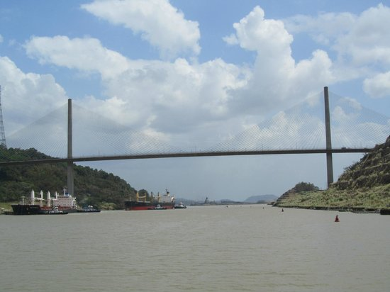 Panama Marine Adventures - Day Tours: View of the Centennial Bridge from the Canal