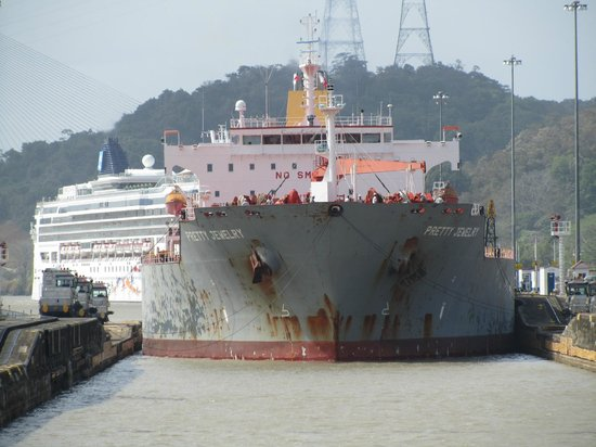 Panama Marine Adventures - Day Tours: Tanker entering the lock behind us.
