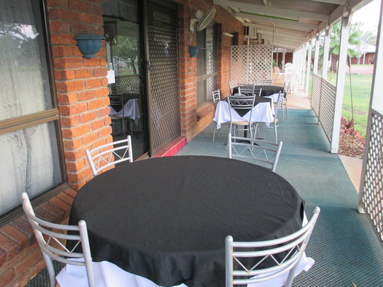 Landsborough Lodge Motel: Outside Restaurant