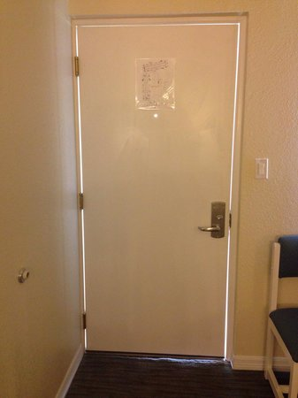 SUNSOL International Drive: Doors don't fit the grams. Horrible noise all night long from other guests.