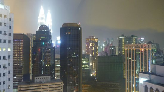 PARKROYAL Serviced Suites Kuala Lumpur: night view from room