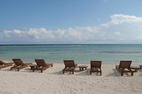 Koox Matan Ka'an Hotel: Club de playa con camastros acogedores