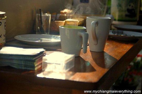 Baan Famui: Steaming mugs of freshly brewed coffee in the morning sunshine