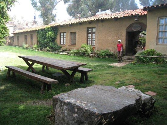 Posada del Inca Eco-Lodge: Outer courtyard