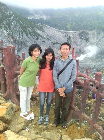 Di Bibir Kawah Ratu, Gunung Tangkuban Perahu