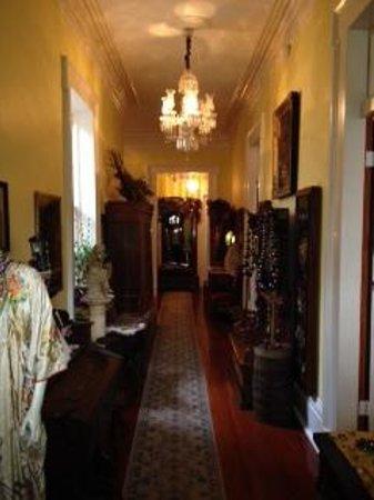 The Parisian Courtyard Inn: Entry Hall