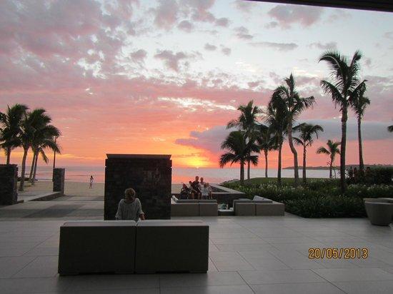InterContinental Fiji Golf Resort & Spa : main area and beach