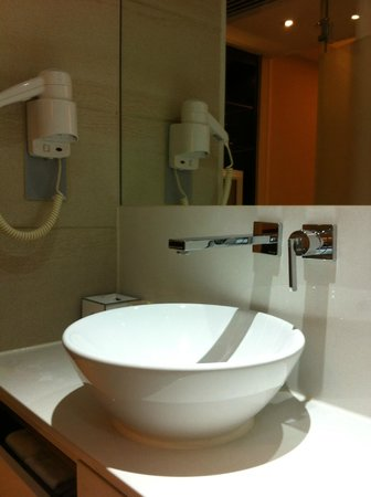 The Empire Hotel Wan Chai: small but function
