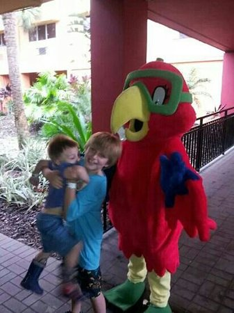 Coco Key Hotel and Water Park Resort: afraid of the mascot :)-