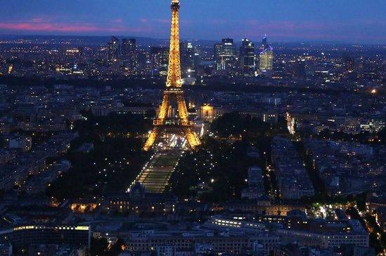 Hôtel Le Littré : Paris at night from Montparnasse Tower