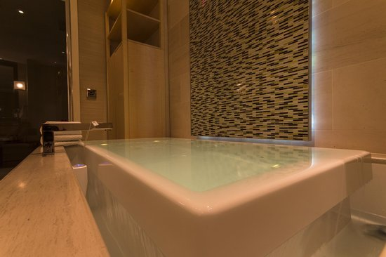 Skylofts at MGM Grand  Infinity bath with BVLGARI bath tea bag. Infinity bath with BVLGARI bath tea bag   Picture of Skylofts at