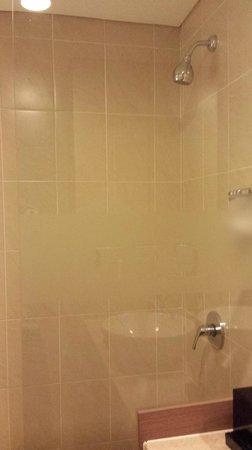 Hotel Neo Kuta Jelantik : Bathroom
