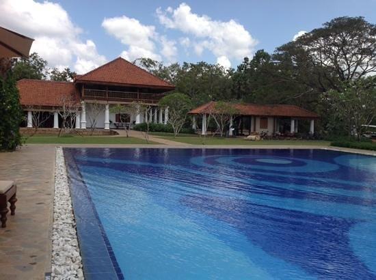 Uga Ulagalla: club house ond olympic pool