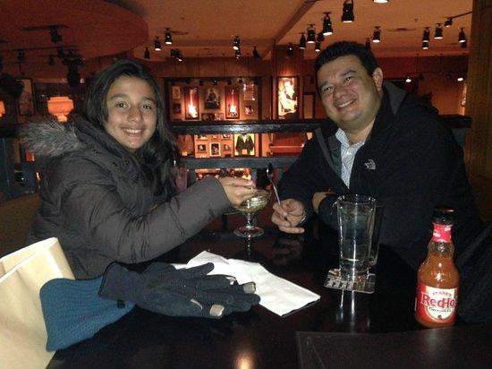 Hard Rock Cafe: Rica cena con mi hija, disfrutando buena musica