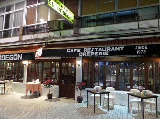 El Bodegon: Le restaurant et sa terrasse le soir