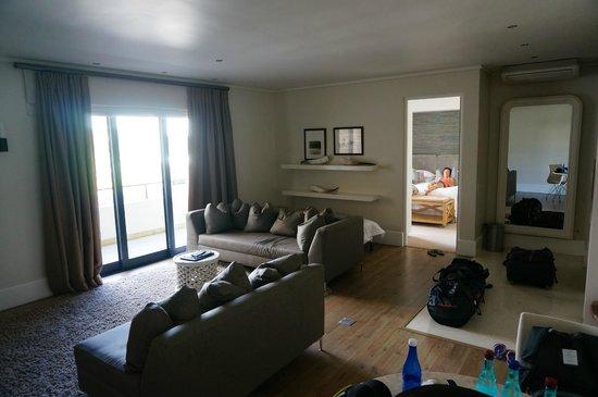 The Rex Hotel: vue du salon et de l'entrée de la chambre