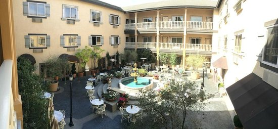 Ayres Hotel & Suites in Costa Mesa - Newport Beach : Courtyard at 10:30am in February.