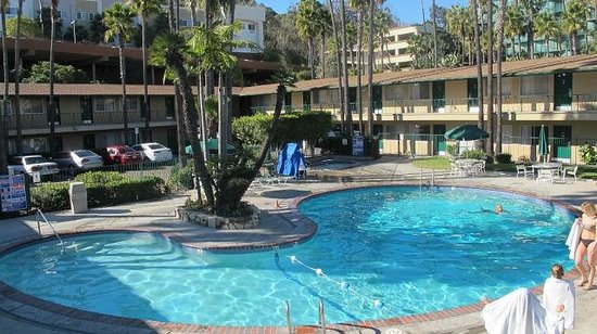 Kings Inn San Diego: Прохладный бассеин
