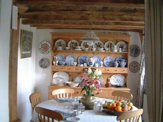 Tolehurst Barn: The breakfast table