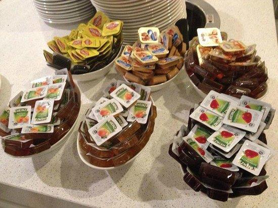 Causeway 353 Hotel: condiments!