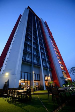 Grand Howrd Hotel: Hotel building