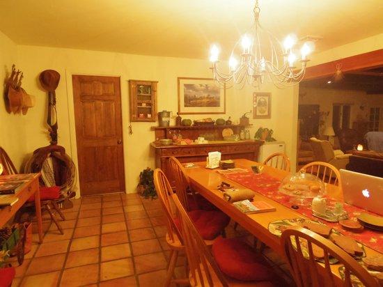 Sedona Bear Lodge: dining room