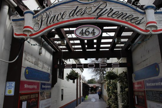 Sonoma Plaza: just a bit of the shops