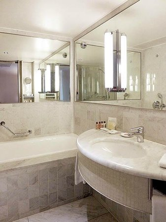 Sheraton Paris Airport Hotel & Conference Centre: Bathroom
