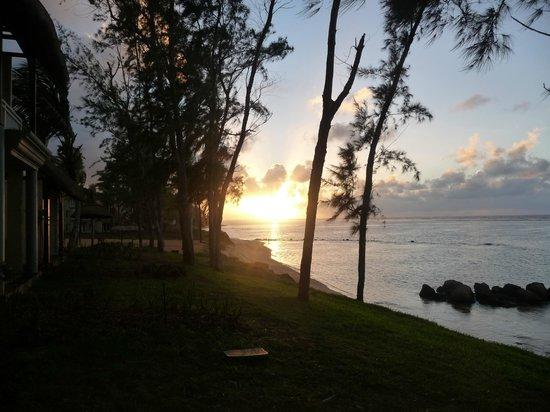 Outrigger Mauritius Beach Resort : sun rise