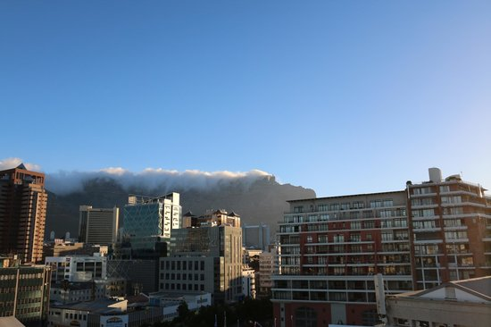 Harbouredge Apartments: Table Mountain view from apartments