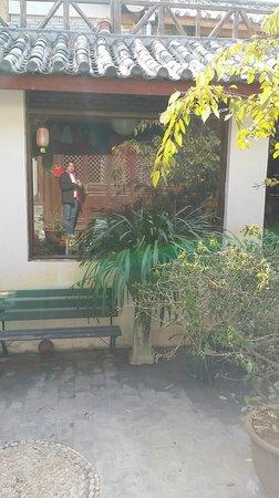 Lijiang Flower Inn: a reflect of myself