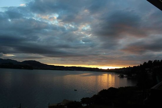 Seehotel Hermitage Luzern: Sunset from the balcony