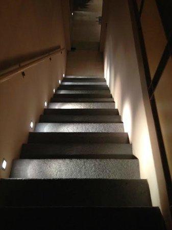 Borgo Santa Giulia: scale dalla stanze alla reception