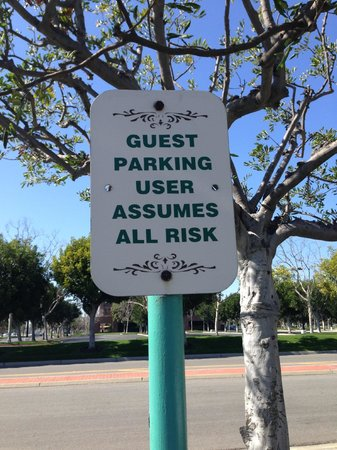 Courtyard Cypress Anaheim/Orange County: Parking is free, had no problem in parking lot