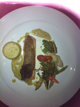 Le Midi Kuala Lumpur BSC: Roasted Salmon with Pistachio Butter & Sauteed Vege