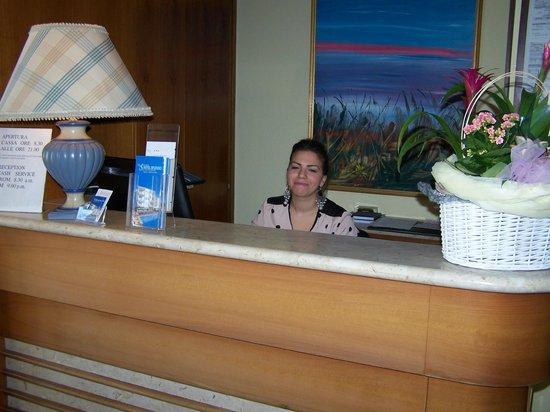 Hotel Splendid: Simona à la réception