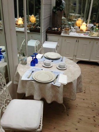 Casa & Natura Breviglieri: serra/gazebo per breakfast
