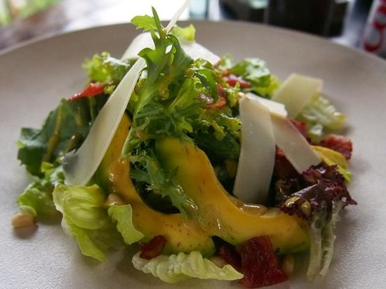 Three Monkeys Sanur: Avocado Salad