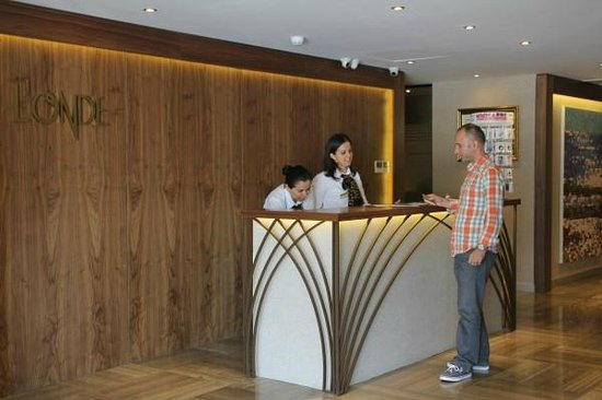 L'onde Business Suites: Lobby