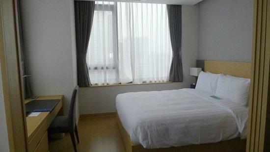 Fraser Place Namdaemun Seoul: Bedroom area at check in