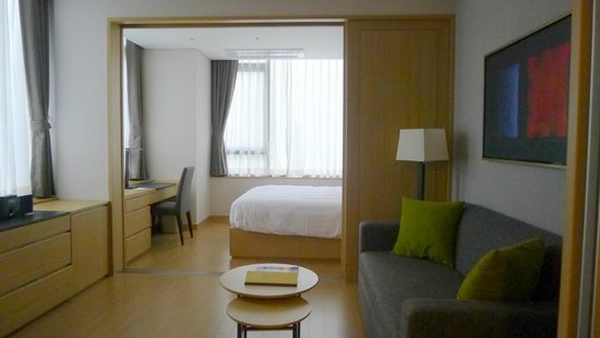 Fraser Place Namdaemun Seoul: Room at check in, looking somewhat bare than website photos.