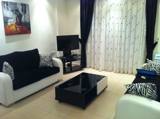Apollon Holiday Village: Apartment Living Area