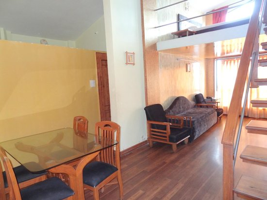 Mount View Executive, The Valley Resort: Living room of suite