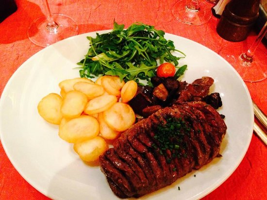 Au Petit Sud Ouest : Whole duck breast with fried potatoes and mushrooms